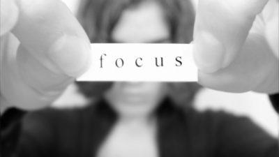 چگونه در محیط کاری شلوغ تمرکز کنیم؟