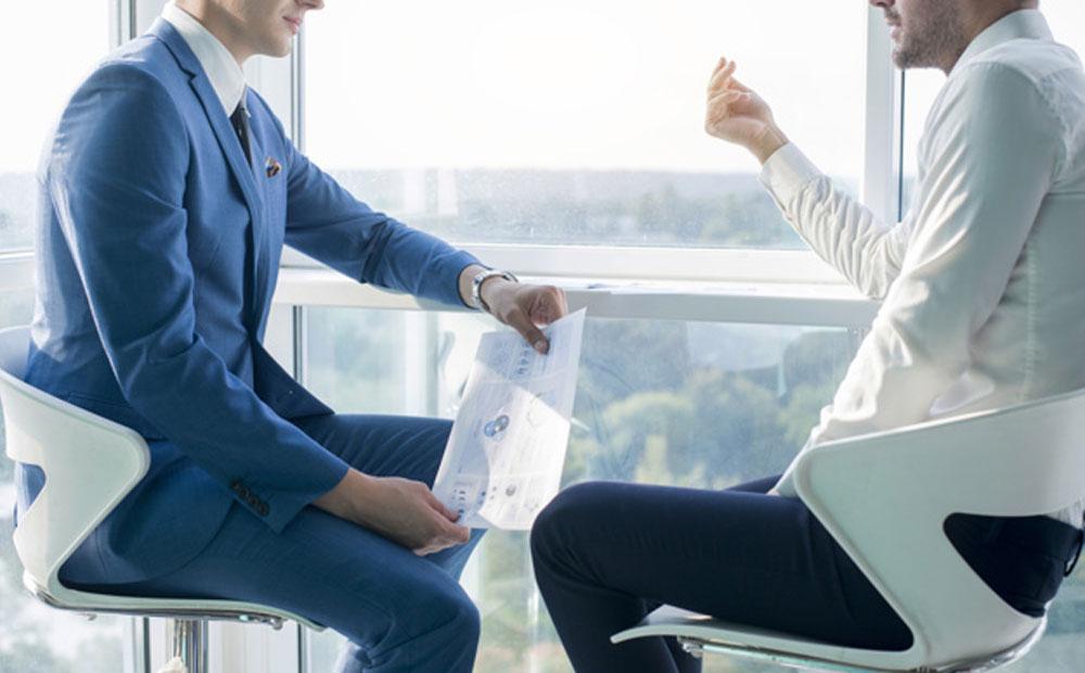 آیا باید درباره مشکلات شخصی خود با مدیرمان صحبت کنیم؟