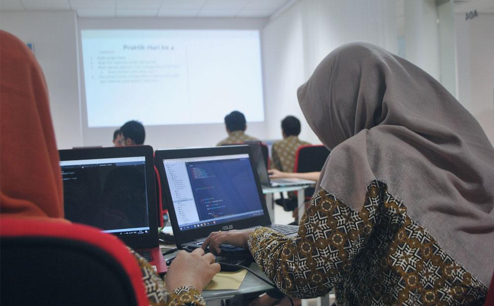 چگونه به عنوان برنامه نویس مبتدی کار پیدا کنیم؟